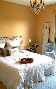 Chambre romantique avec belle vue - Castillon-du-Gard - Wikt i opierunek