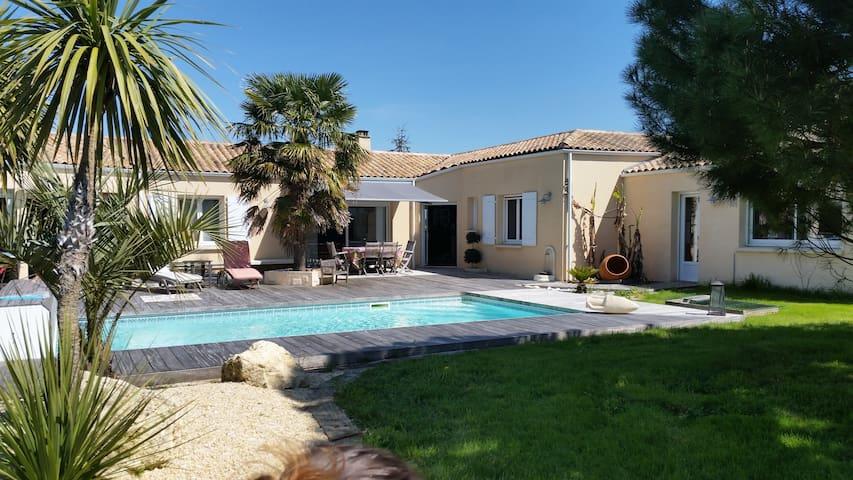 Maison Atypique & tranquille dans zone artisanale - Salles-sur-Mer - Talo