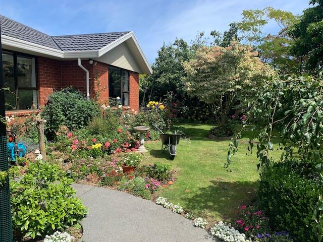 Secluded garden getaway
