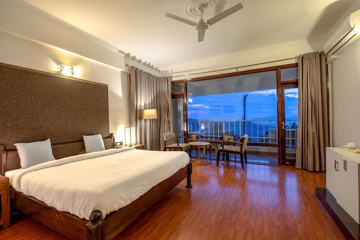 Moonlight View| 1br with Kasauli Mountain View