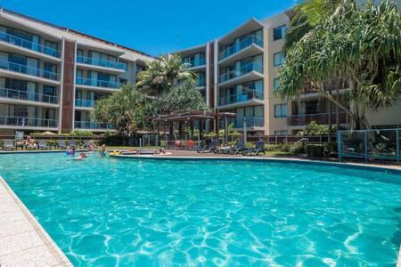 Gorgeous Burleigh Heads Resort Apartment - 伯利岬(Burleigh Heads)