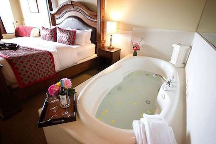 Camano Island Inn,  Room 1