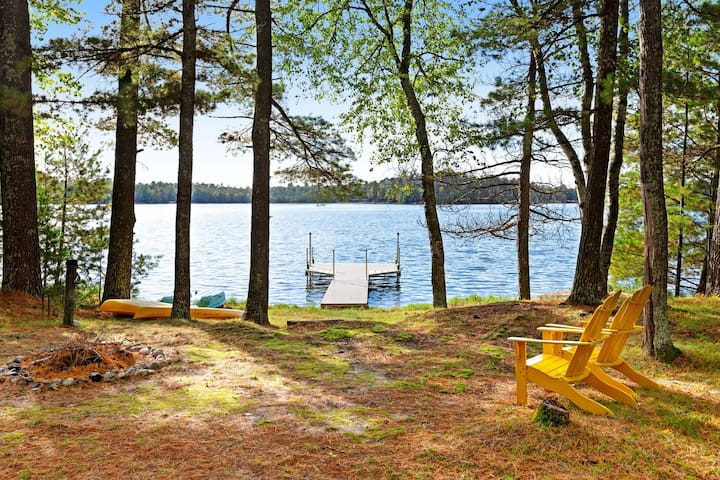 Lakefront cabin w/ private dock, firepit, kayaks, and screened-in porch!