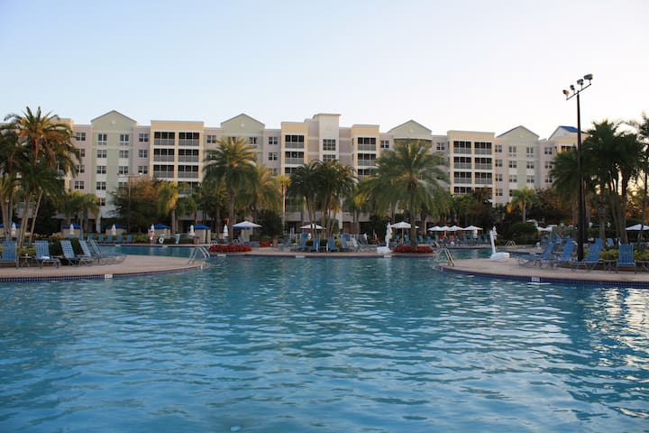Close to SeaWorld Spacious Two Bedroom w/amenities