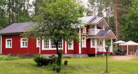 Cosy and spacious Villa Lakka by the river