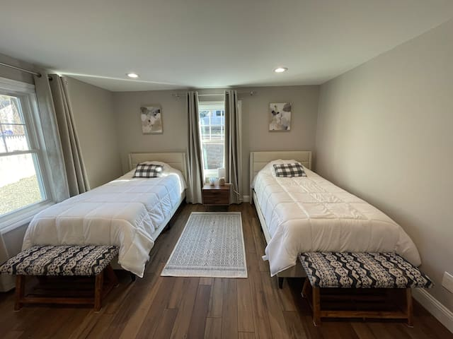 2 twin Xl beds