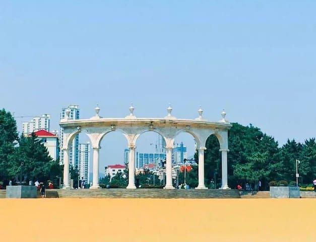 汽车站 滨海公园 沙滩浴场 带院大三居
