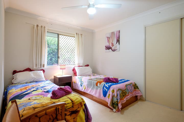 Lovely twin air conditioned room by the Bay - Redland Bay - Casa