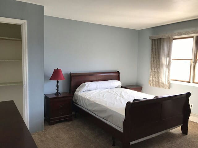 Private room near parks beach city shopping - Commack - House
