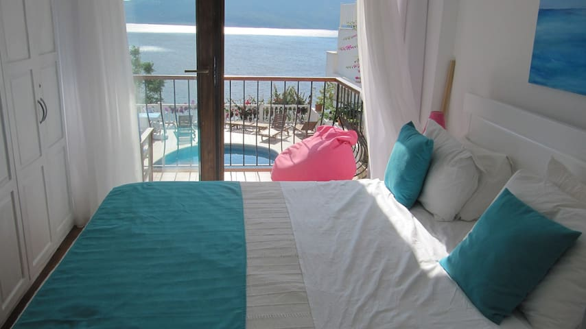 Sunny, modern apartment with views of Kalkan  bay