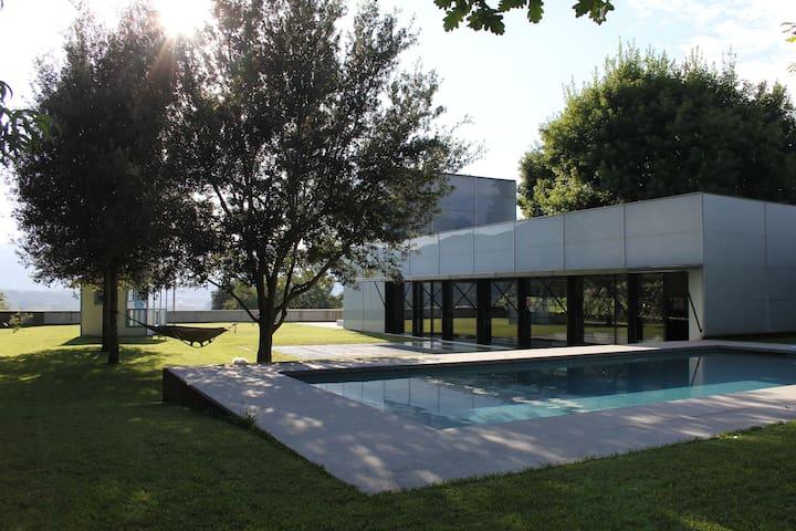 casa amb vistes espectaculars - Olot - Huis
