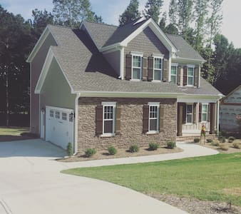 Sweet Getaway - 30 min to Raleigh - House