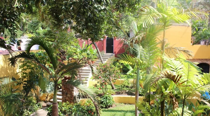 Casa Duende - 2bd/2bth Jungle Home steps from town