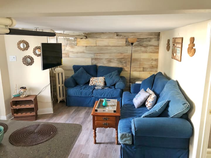 Pet friendly-Cozy Vintage Beach bungalow-6 guests!