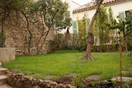 Studio Roucas Blanc avec terrasse et jardin