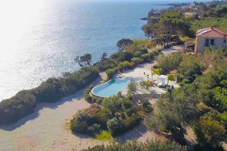 Unique Villa on the beach front - Vrysomylos