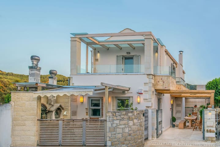 ONTAS VILLA small luxury cottage - Λουτράκι - Villa