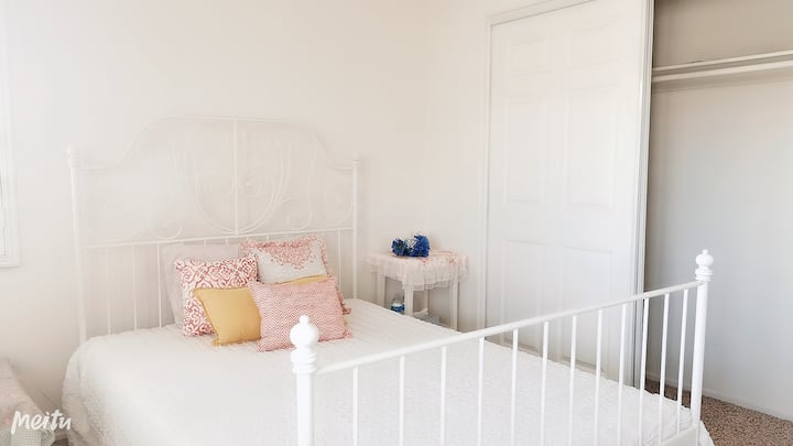 Cozy&tidy room with long term rental only