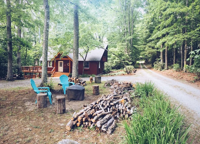 Red Chalet, Dogs Welcome - Pisgah Forest - Talo
