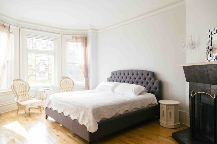 Spacious & Stunning 3 Bedroom Heritage Home