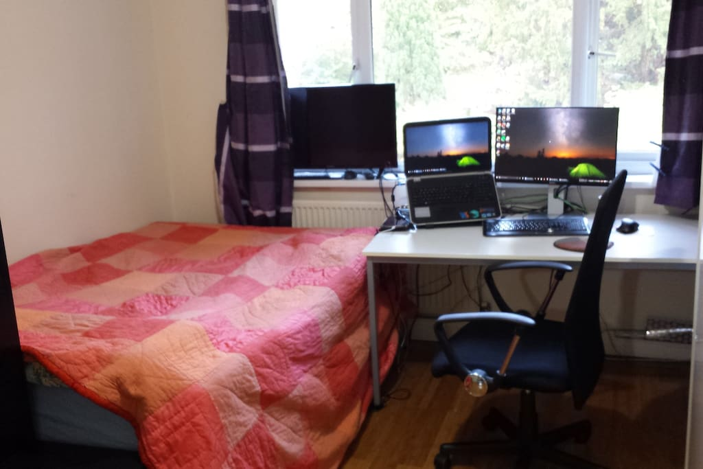 Room #1: The double bed, 32' TV (no antenna) & large desk with 24' Monitor & desk chair