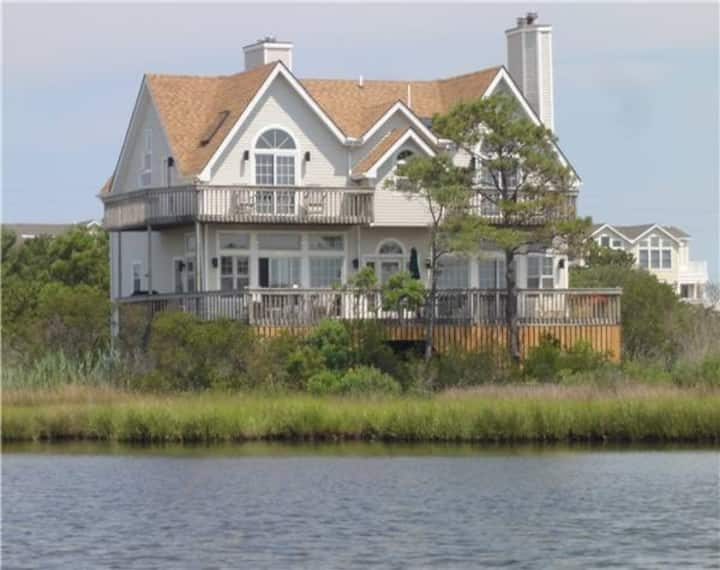 Seatowne bayfront home w/ outdoor shower, community pool, tennis & pier