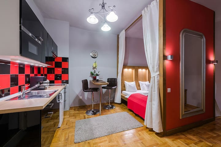 Red Gate Silver studioapartment for 2 Person In the inner courtyard & groundfloor Terrace for the guests of Red Gate Silever & Red Gate Gold apartments