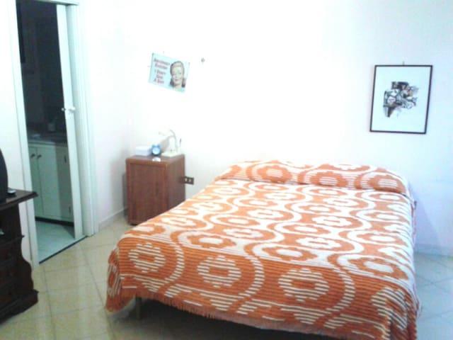 Camera Spaziosa con bagno - Melito di Napoli - Apartment