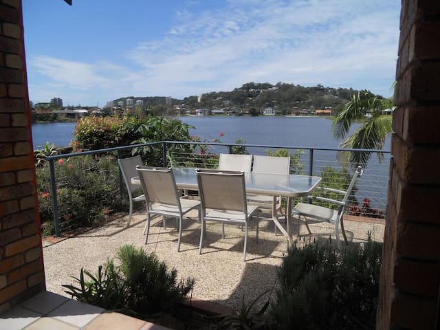 Burleigh Heads double bed- pool outlook - Burleigh Waters