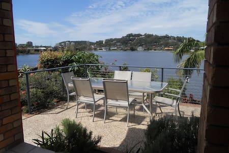 Burleigh Heads double bed- pool outlook - Burleigh Waters - Hus