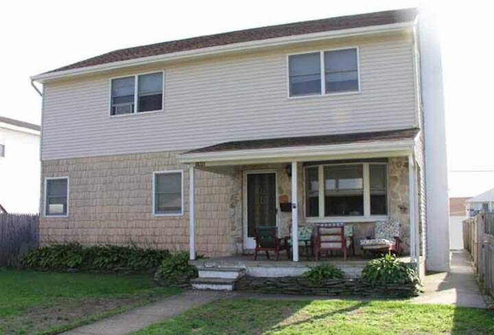 Large, Affordable Home w/Fun Bar and Ping Pong!
