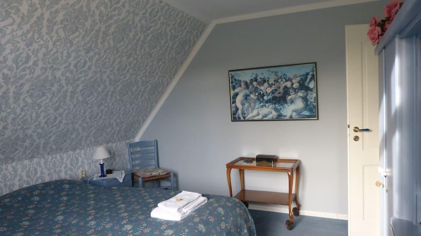 Schlafzimmer 2, Obergeschoss, 2 Betten