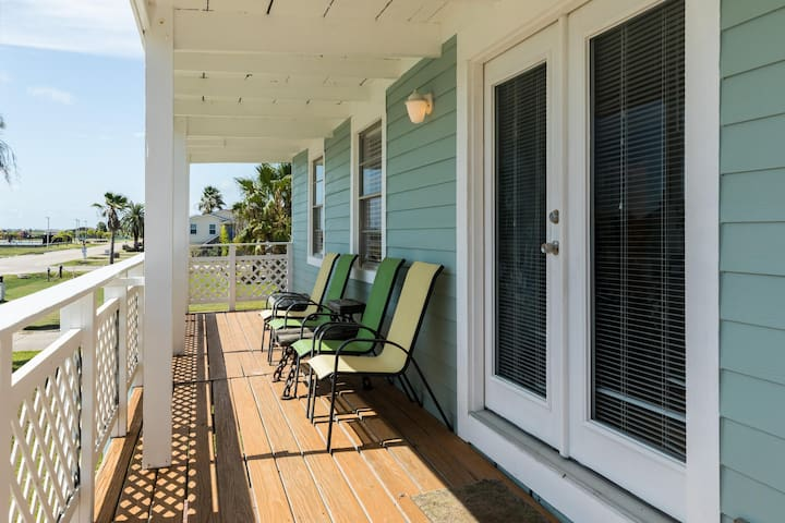 Dog-friendly home w/ deck, lawn & shared pool/boat launch - walk to beaches