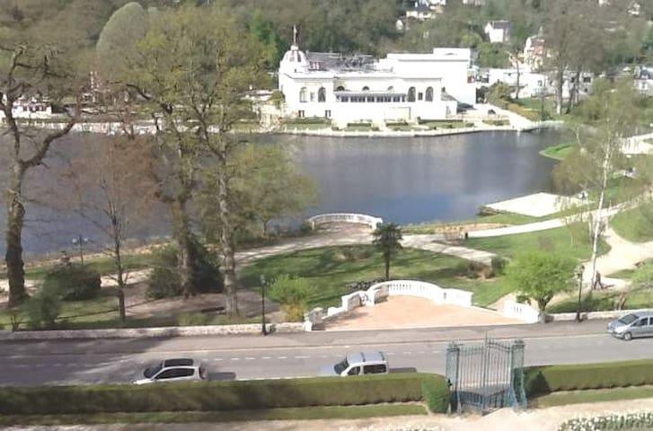 Appt F2 refait à neuf face au lac et Casino - Bagnoles-de-l'Orne - Apartment