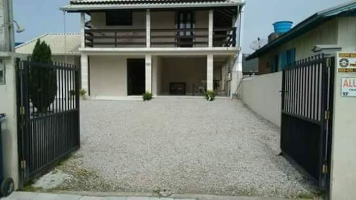 Casa grande, localizada na praia de Bombas.