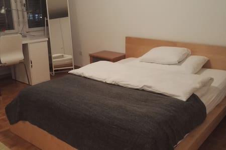 Stadt Zürich 4101-Appartement Albisriederplatz
