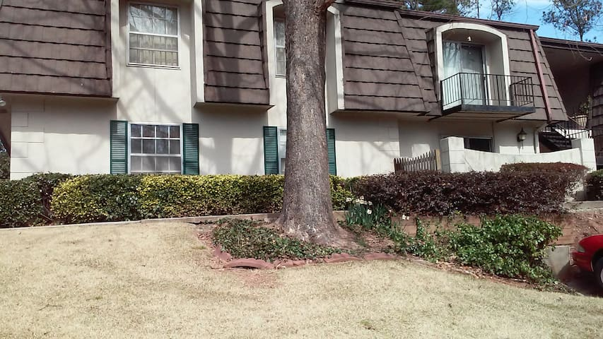 furnished bedroom for females - Sandy Springs - Apartamento