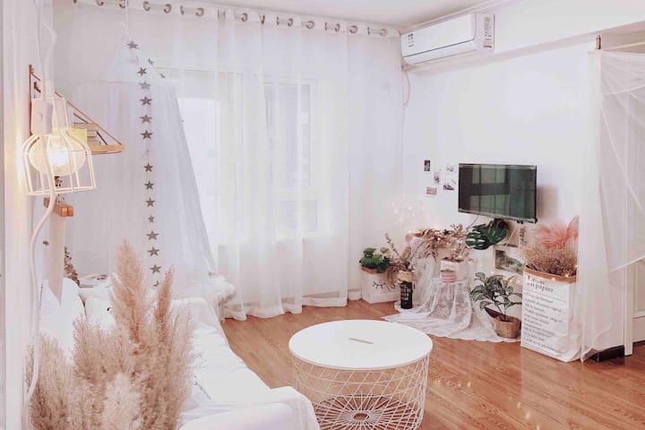 【岛•迷雾】楚河汉街地铁口•一室一厅INS风拍照公寓/可做饭/美食聚集地/多景点机场火车站地铁直达
