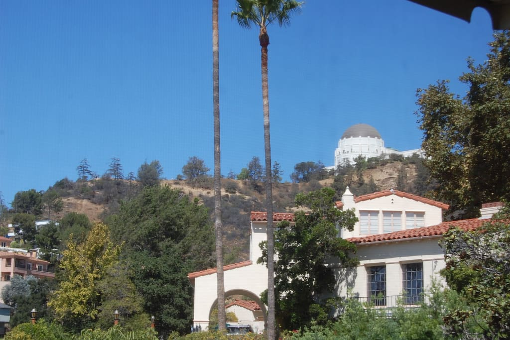 30 minute walk to the Griffith Observatory. Miles of hiking trails right behind the house.