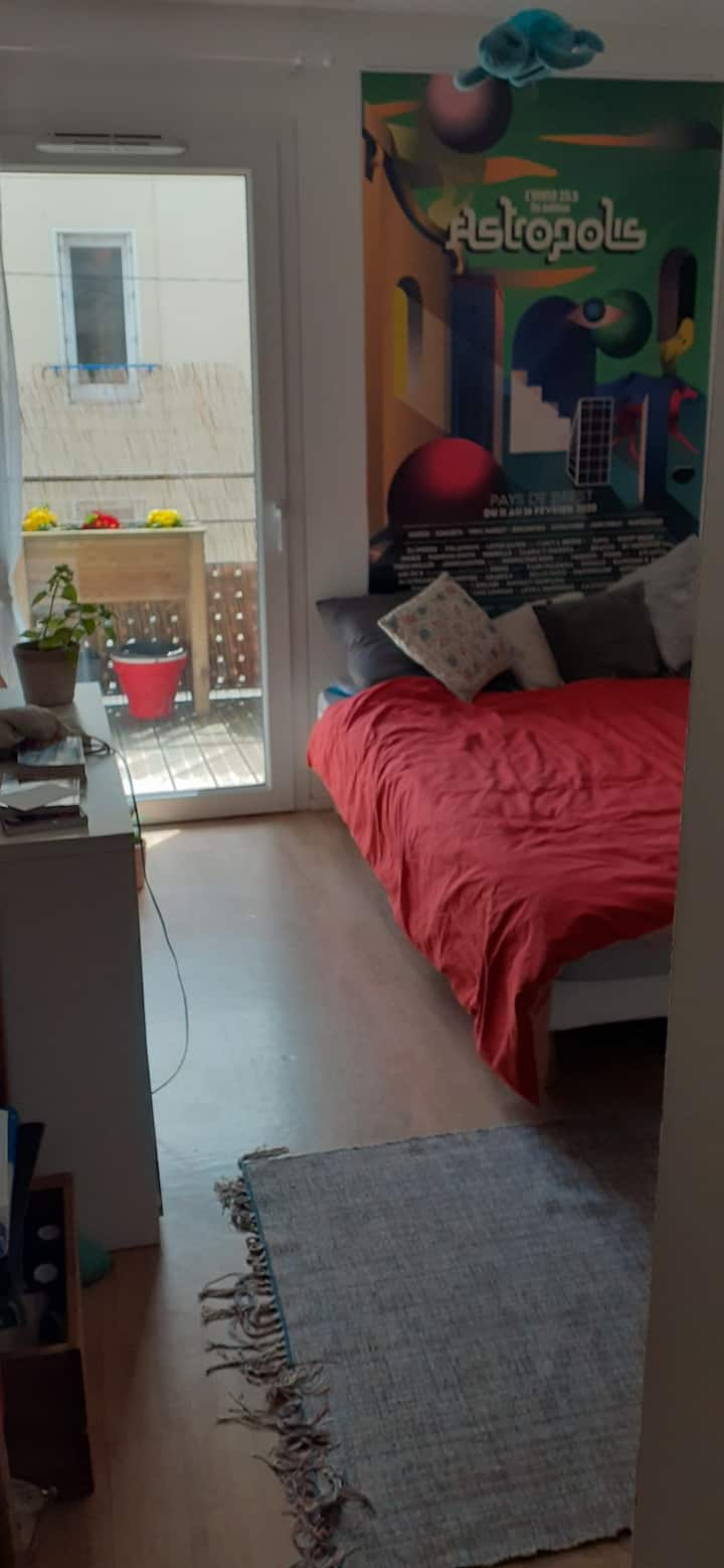 Appartement t4 avec balcon, tram+ commerces proche