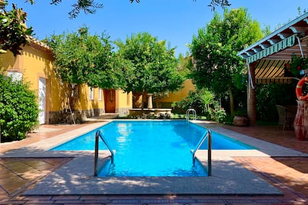 Luxury Villa with chimney & garden next to Granada
