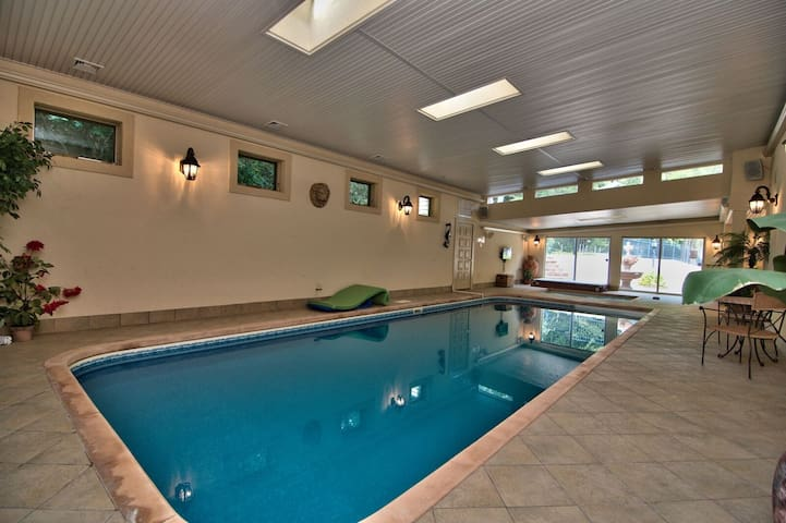 Private Large Indoor Xl Outdoor Swimming Pools Houses For Rent In Effort Pennsylvania United States
