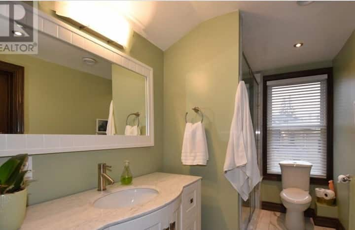 Separated Entrance Entire GuestSuite Central City