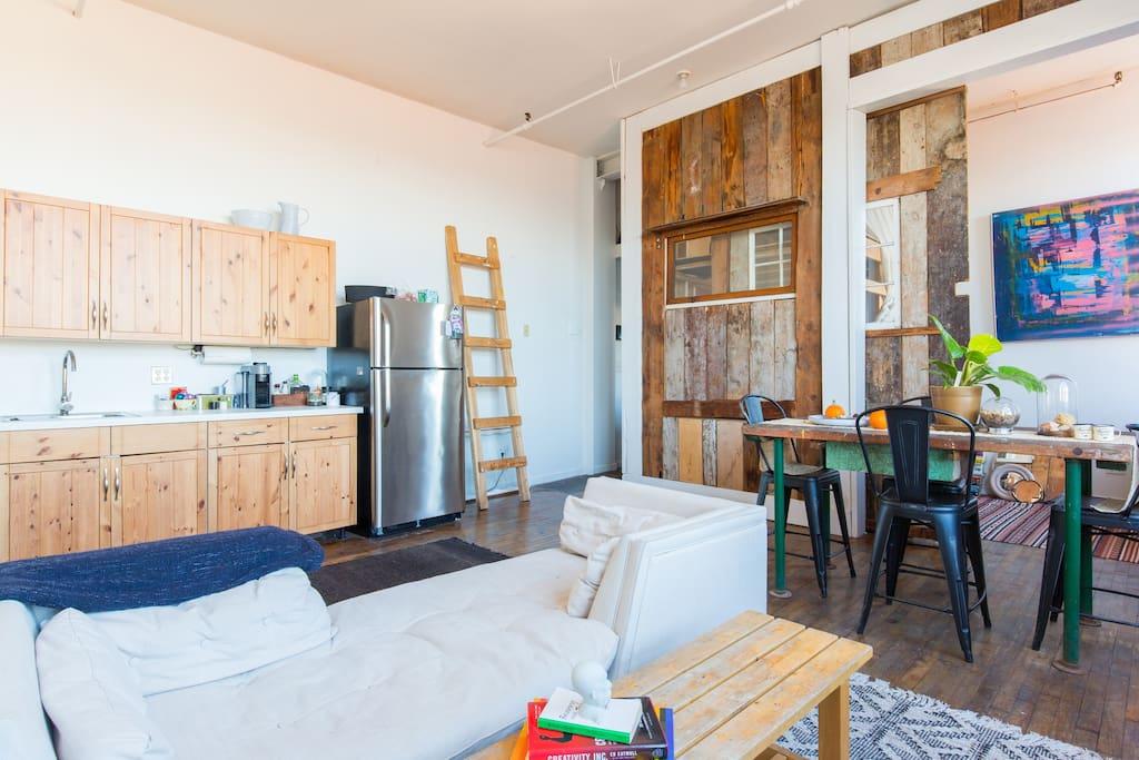 Bright living/dining room