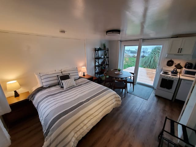 Beachfront Escape Unit #1 at Beachcomber Cottages