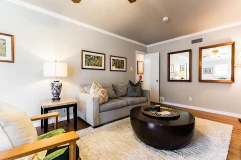 Charming,  newly furnished Mockingbird Duplex