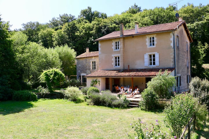 Le Moulin - Classic French water mill for everyone