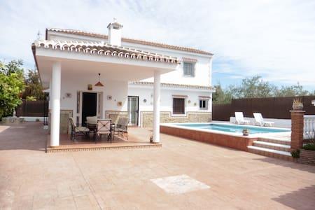 Casa de campo con piscina, barbacoa y chimenea - Alhaurín el Grande