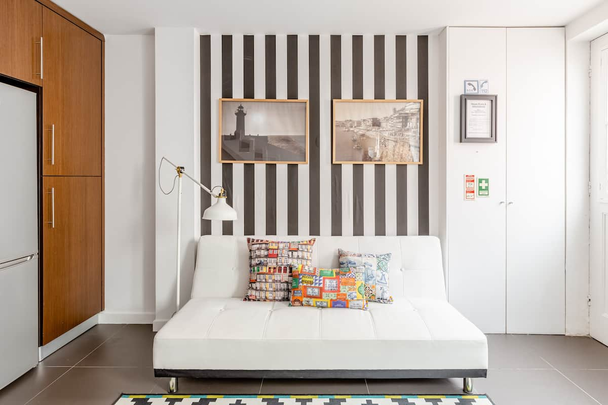 Explore Porto From a Bright Townhome in Fontaínhas