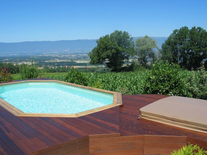 Villa with standing & garden, 15 min. from Geneva